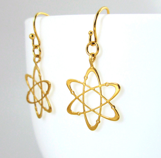 Carbon atom gold earrings by Delftia Science Jewelry