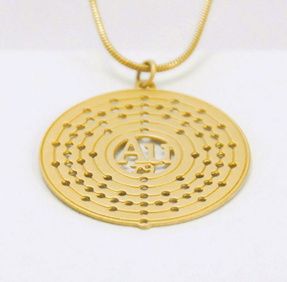 Au Gold atom necklace
