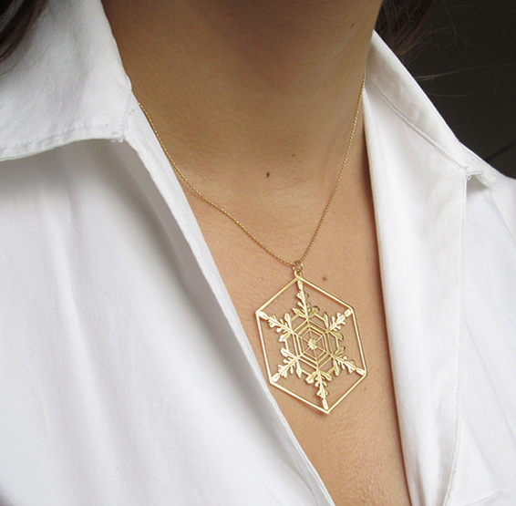 microscopic depiction of a snowflake gold necklace by Delftia science jewelry