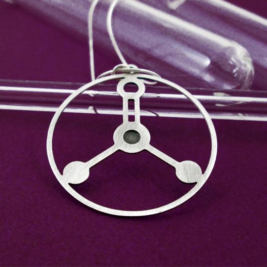 Formalin-molecule-silver-necklace-by-Delftia-Science-Jewelry
